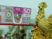 Tết Đinh Dậu tặng nhau tiền in hình con gà rước lấy phúc lộc thọ